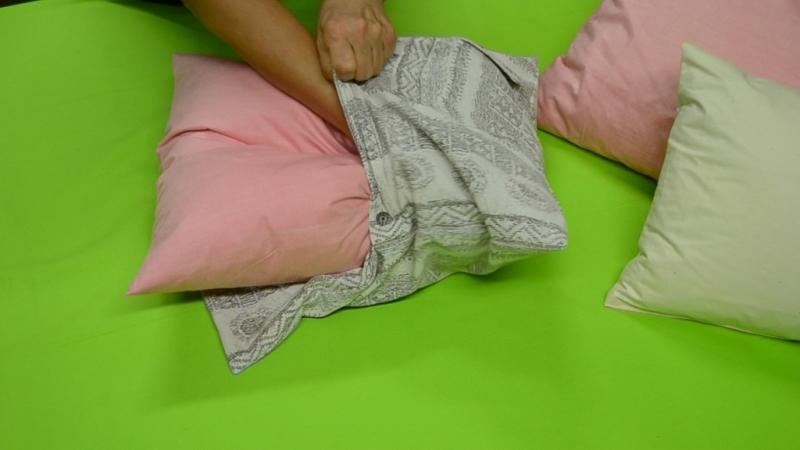 Ako ušiť obliečku na vankúš z pánskej košele