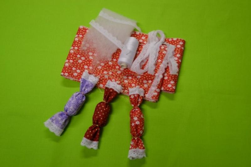 Karácsonyfadísz – textil szaloncukor